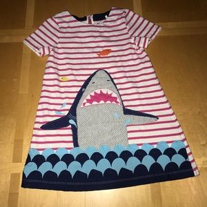 👧🏼 Mini Boden Shark Applique Dress